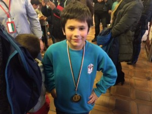 Orgulloso con su medalla